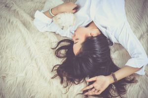 śpiaca dziewczyna